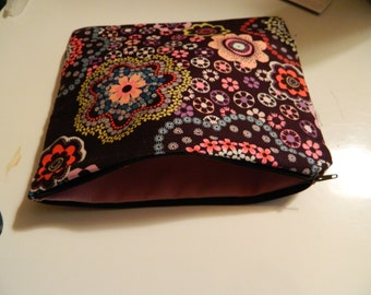 Floral pouch with beautifully colored pattern, 100% cotton with canvas sturdy lining
