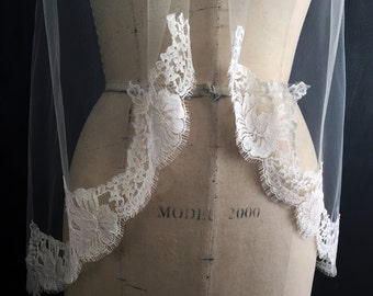 Authentic FRENCH CHANTILLY LACE, Fingertip Veil, Lace starts at Elbow, Wedding Veil, Custom-Made Veil - Sarah
