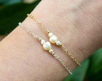 Freshwater pearl dainty bracelet. Pearl bracelet. June birthstone bracelet. Pearl bridesmaids bracelet. Pearl dainty gold bracelet