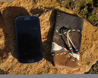 handmade leather mobile pouch