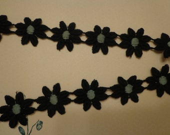 "Lace Daisy Trim, 1"" Wide, Black and Grey (1 yd)"
