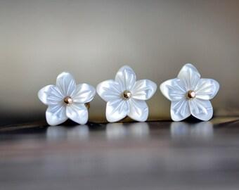White Mother of Pearl Shell Flower Beads 10mm -V1055 / 10Pcs