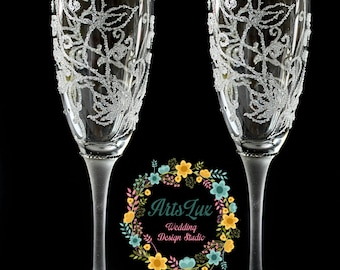Winter Wedding champagne Glasses hand painted-Frosty Wedding toasting flutes-Winter Wedding favor-Wedding Gift idea-Rhinestone flutes