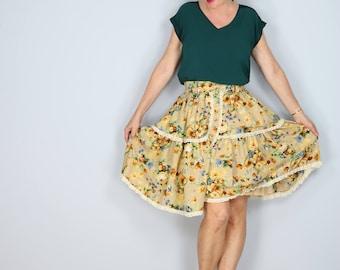 """1990s Skirt - Full Floral Skirt - Ruffle Lace Hem - Flare Skirt - Knee Length - Boho - Dancing Skirt Size XS - Small 24"""" - 28"""" Elastic Waist"""