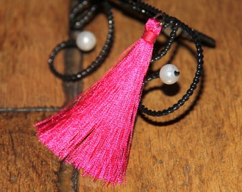 The large tassel pendant fuchsia with silver plated ring