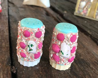 Vintage Turquoise Shell and Glitter Crusted Florida Souvenir Salt and Pepper Shakers
