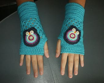 fingerless gloves in turquoise wool with OWL on top