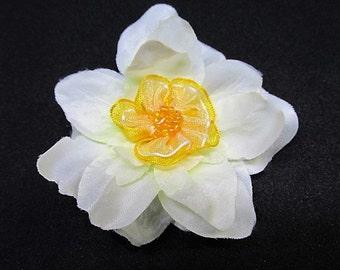 white flower hair clip, bridesmaid flower croc clip, white and yellow Easter hair clip, white hair flower, wedding hair clip, girls hairclip