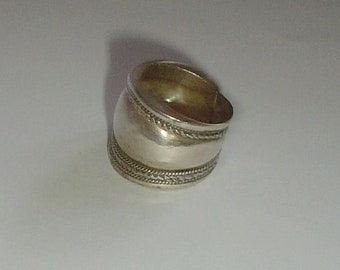 Silver ring wide band ethnic vintage poss sterling UK M.5 US 6 1/4