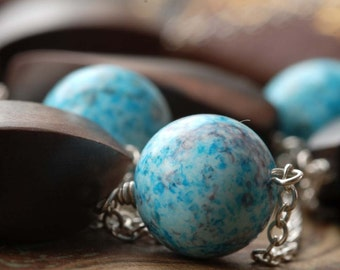 akvarell: silver, ebony and blue vintage lucite necklace