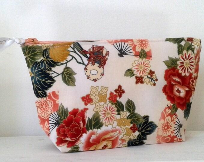 Clutch, pouch, makeup, flowers, gift idea, fabric, canvas, romantic, pouch, fabric, fabric flowers, gift idea