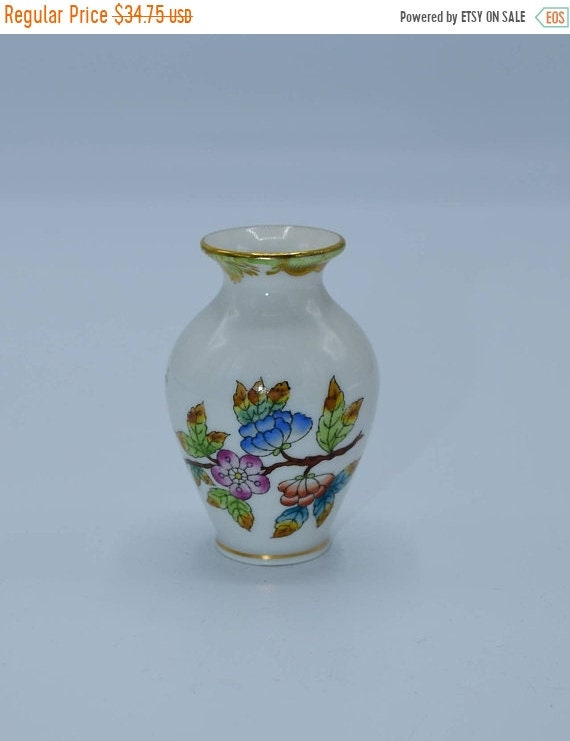Delayed Shipping Herend Hungary Mini Vase Vintage Queen Victoria Pattern Numbered Ceramic Miniature Vase Butterflies Gilded Hvngary Mini Bud
