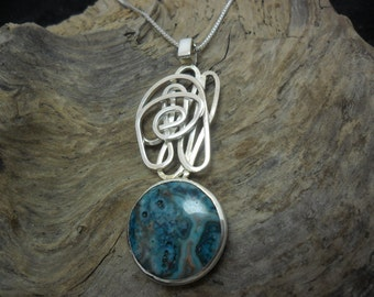 Pendant in sterling set d a turquoise blue agate