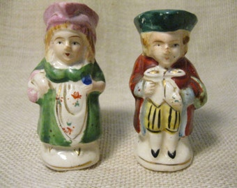 Cute Colonial Couple Salt and Pepper Shaker Set