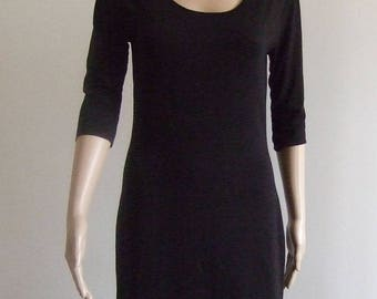 The p'tite short black sheath dress with sleeves 1/2 beautiful soft black Jersey