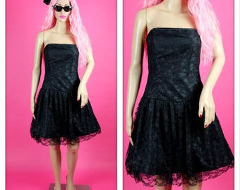 Beautiful Black 1980s Strapless Lace Prom Party Bombshell Dress