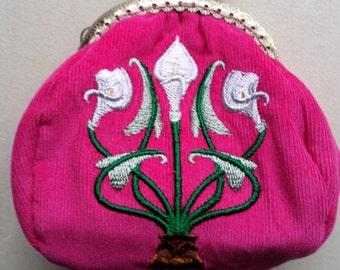 L107 Art deco coin purse. Calla lilies.