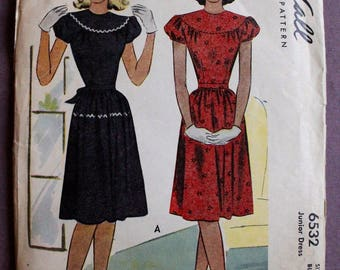 Junior Misses' 40s Dress Yoke with Gathered Puff Sleeves or Long Sleeves Vintage 1940s McCall 6532 Sewing Pattern Size 17 Bust 35 UNCUT & FF