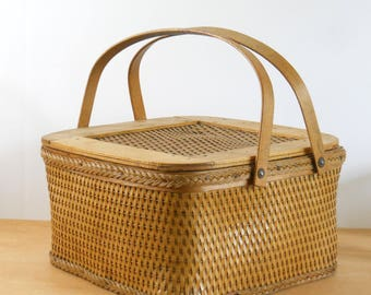 Vintage Square Picnic Basket • Vintage Square Pie Basket •  Woven Square Basket with Handles