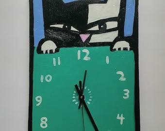 AnnePainted Green Cat Clock