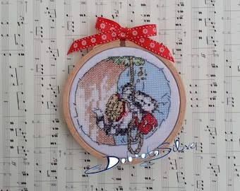Rock climbing cat, Finished completed handmade Cross stitched framed in wooden embroidery hoop picture personalized home decoration