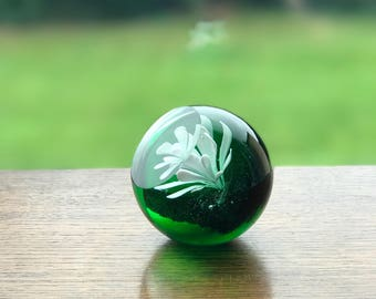 Green viewing window floral glass paper weight