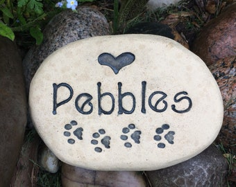 Personalized Pet memorial stone grave marker. Unique pet gravestone with Heart / Custom name / Paws. Handmade terracotta Beige color