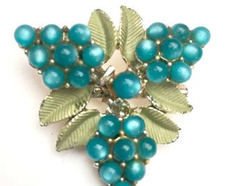 Turquoise Berry Flower brooch- Moonglow lucite  - Green enamel - Mid Century - Gold - Floral Pin