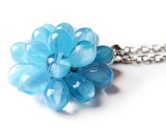 Collier Baie Bleue, Collier pendentif bleu pastel, Pendentif en perles de verre, Collier Cocktail, Collier pendentif bleuet, bulles bleues