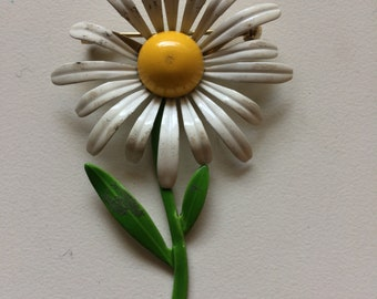 Pretty Daisy Brooch Enamel /Daisy Pin