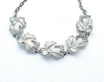 Vintage Schmuck Traubenrebe, romantische weiße Blatt Anhänger Halskette Sarah Coventry Brautschmuck Zubehörteilen Occasion Jahrgang