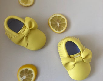 Yellow bow moccasins, lemon baby moccasins, newborn shoes, toddler moccasins, baby girl shoes, yellow baby shoes