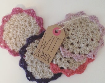 Roses: Crocheted coasters, set of 4 pieces.
