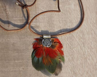 Ethnic necklace with feathers