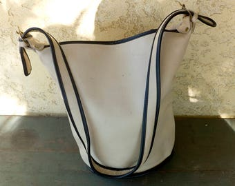 Vintage Off White Cream Leather Bucket Bag,Dove Bucket Bag,Large Bucket Bag,1980s Bucket,Crossbody Bag,Large Purse,Off White with Black Trim