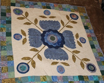 Blue Flowers Applique Wallhanging Quilt