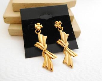 Retro Vintage 1980s Long Gold Tone Knot Flower Dangle Pierced Earrings C36