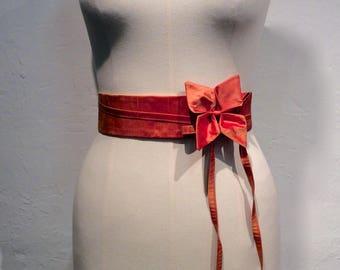 High waist belt in orange silk.