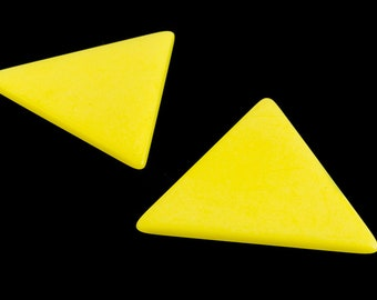 35mm Matte Opaque Yellow Triangle Blank (2 Pcs) #UP528
