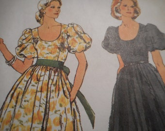 Vintage 1970's Simplicity 5897 Dress Sewing Pattern Size 10 Bust 32.5