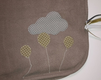 Fleece baby blanket, color taupe 80x80cm soared balloons and her stroller clip
