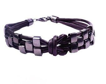 Bracelet made of leather and metal