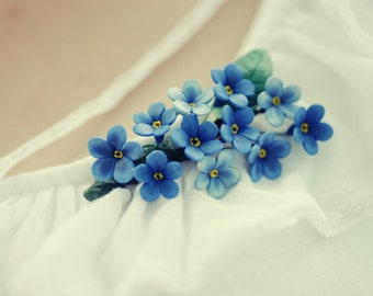 Oversized blue forget-me-nots brooch- The wow effect