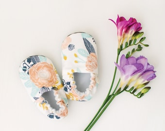 Peach Floral Baby Moccs / Baby Shoes / Baby Moccasins / Childrens Indoor Shoes / Soft Soled Shoes / Vegan Moccs / Vegan Moccasins
