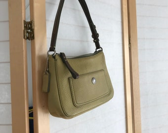Coach hand bag! small purse in green pebbled leather. Single outer pocket with branded snap. Zips closed