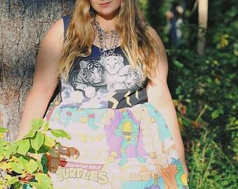 L. Teenage mutant ninja turtle skirt. Elastic waist. Knee length. Vintage TMNT fabric. Size large women's skirt.