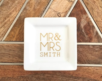 Custom Mr and Mrs Ring Dish ~ Jewelry Dish ~ Wedding Gift ~ Gift for Couple ~ Housewarming Gift