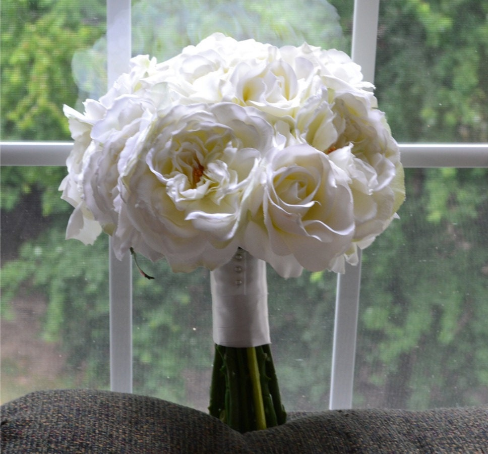 zoom - White Garden Rose Bouquet
