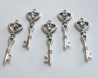 5 Heart skeleton key medium charms antique silver 43x14mm DB22363
