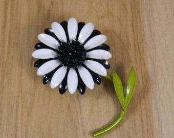 Black and White Enamel Flower Pin, Vintage Flower Brooch, Vintage Enamel Floral Metal Brooch, Vintage Enamel Flower Pin, Large Flower Pin